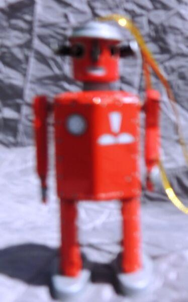 Petit Robot Rouge St. John. Hauteur 8,5 Cm