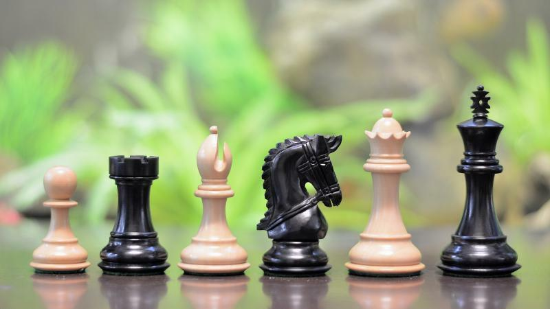 The Staunton Series Wooden Coins Chess Pieces in Ebony & Box Wood Free P&P M0053