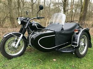 Ural-Retro-sidecar-outfit
