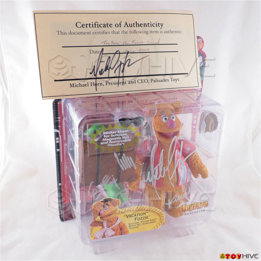 Muppet Show Palisades Vacation Fozzie the Bear Series 2 - signed autographed