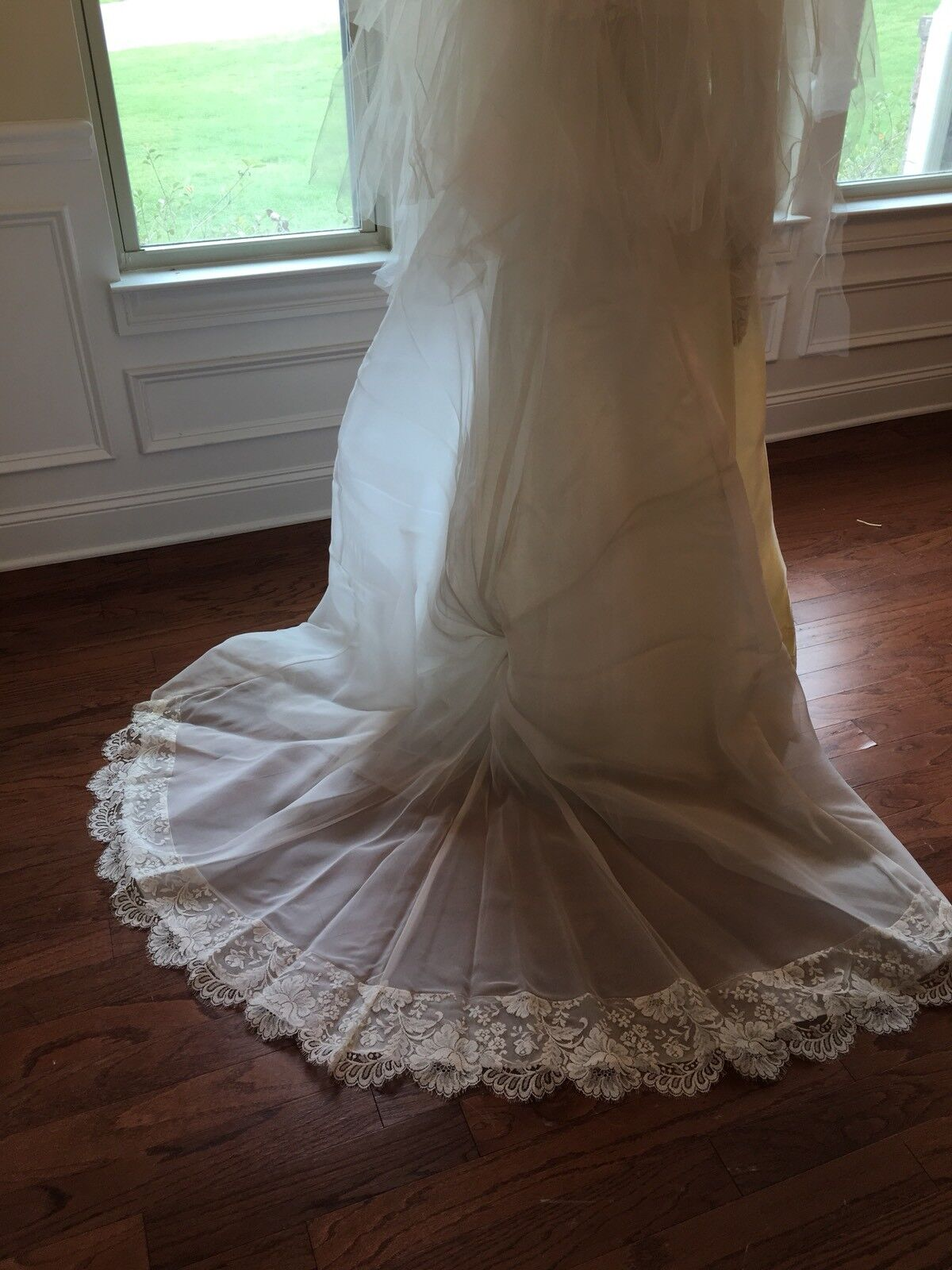 Wedding Dress Gown Complete with Lace, Veil And V… - image 7