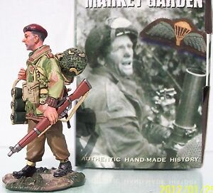 KING & COUNTRY OPERATION MARKET GARDEN MG017 BRITISH PARA WITH MORTAR BOMBS MIB