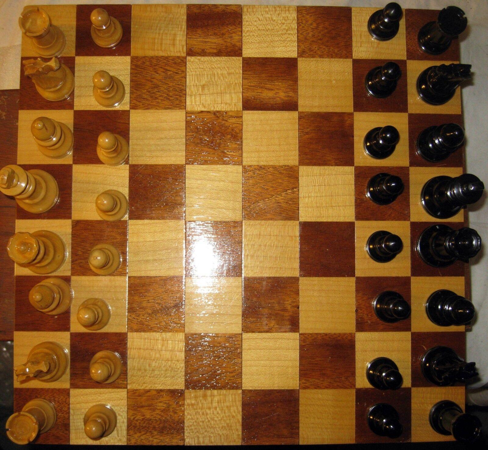 Wooden Wooden Wooden Chess Set in Wooden Case with wooden folding Board - RARE f3f6aa