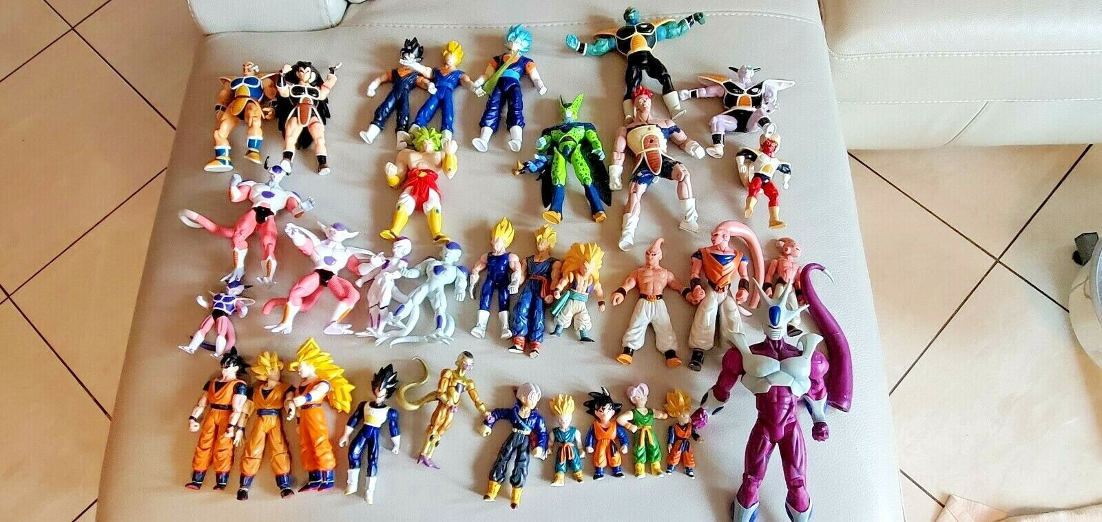 Huge Lot of of of 52 Dragonball Z Action Figures - MANY ARE VERY RARE  Molte sono RARE ceac13
