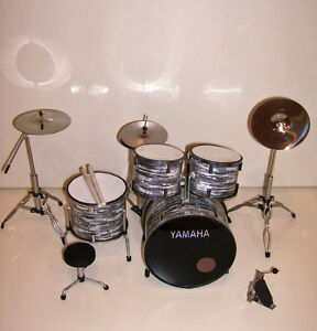 rgm305-YAMAHA-GRIS-MINIATURA-Drumkit