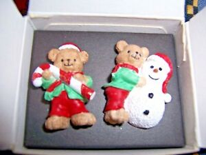 AVON-Vintage-Collectible-1998-Teddy-Bears-Holiday-Christmas-Pins-Set-of-2-NIOB