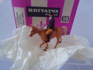 BRITAINS-FARM-2079-FEMALE-RIDER-amp-HORSE-MIB-PINK-BOX-HERALD-1-32-Scale