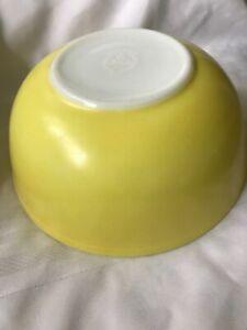 Vintage-Pyrex-Yellow-Mixing-Bowl-404-Primary