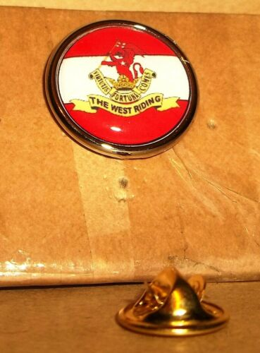 Duke of Wellington/'s Regiment lapel pin badge .