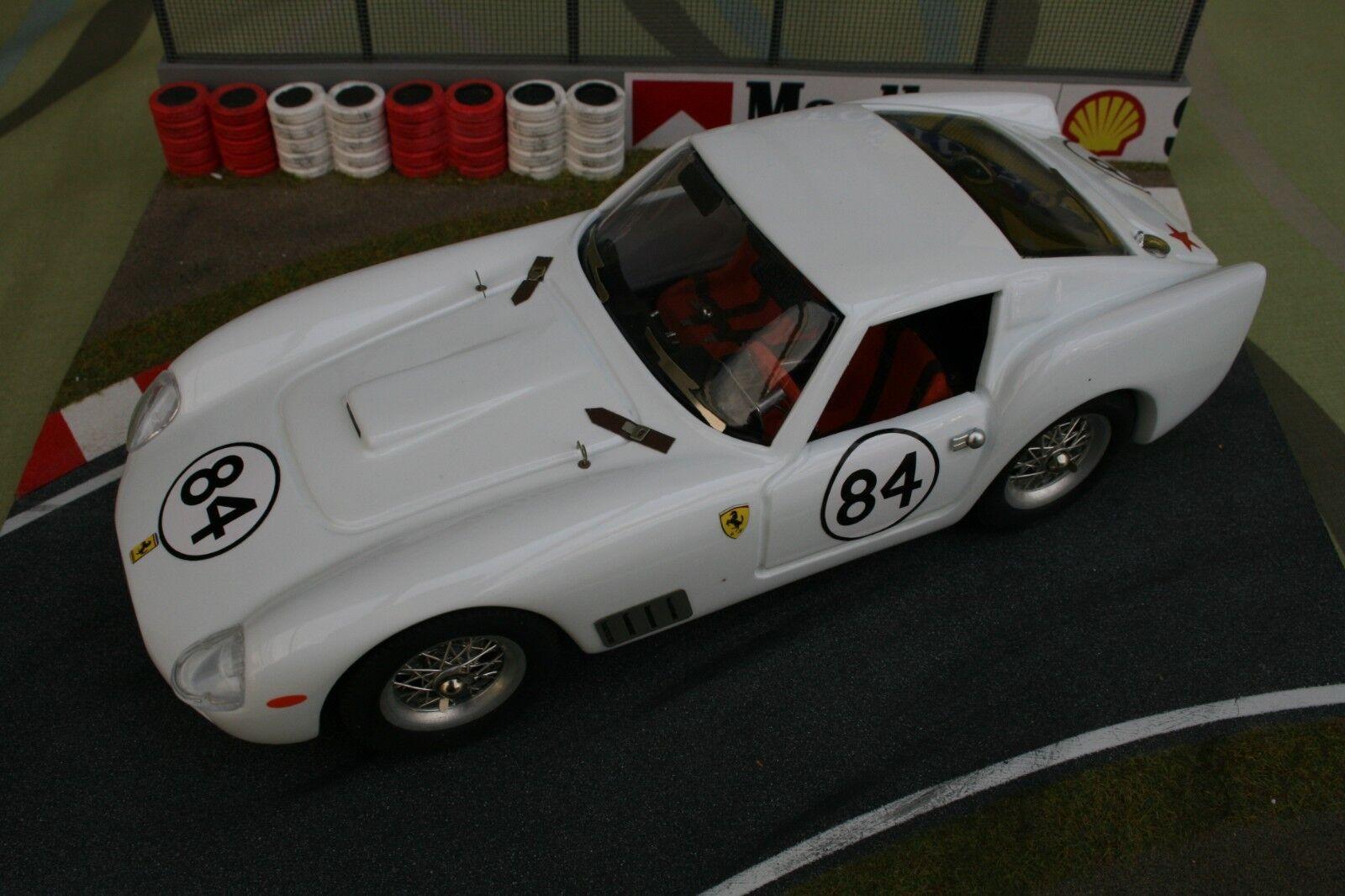 garantía de crédito Ferrari rojo Model 1 18 250TDF    84 New in original box 300 pieces  almacén al por mayor