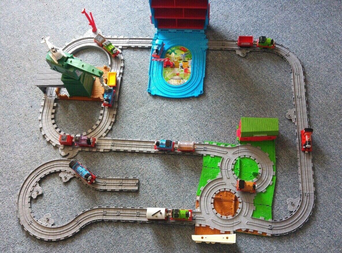 XXL Paket Thomas d. Lokomotive Spielzeug Eisenbahnset 10 Loks 6 Anhänger Koffer