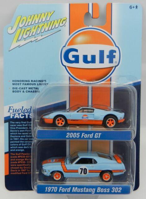 2018 Johnny Lightning 2-PACK *GULF OIL* 1970 Ford Mustang Boss & 2005 Ford GT