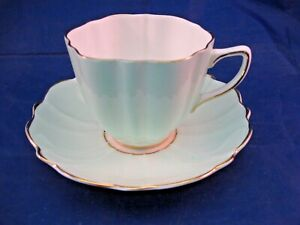 ANTIQUE-OLD-ROYAL-BONE-CHINA-TEA-CUP-AND-SAUCER-MADE-IN-ENGLAND
