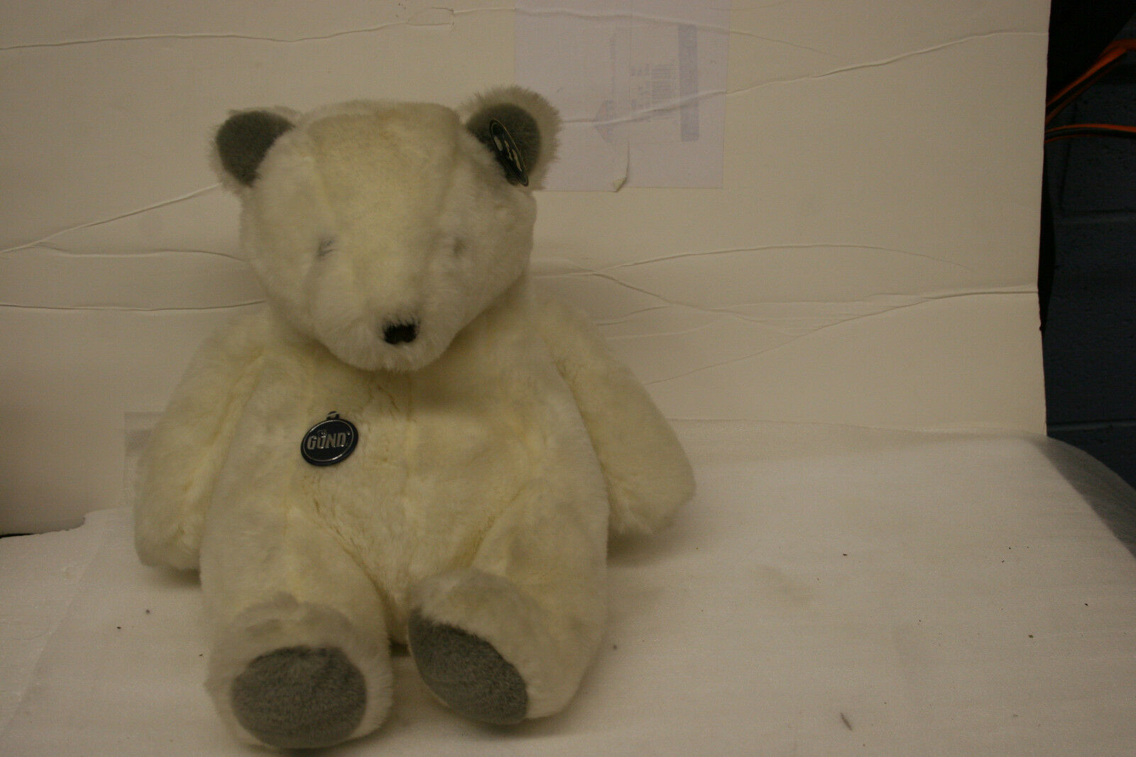 GUND POLAR BEAR COLLECTORS CLASSIC PLATINUM LIMMITED EDITION NUMBER 2180