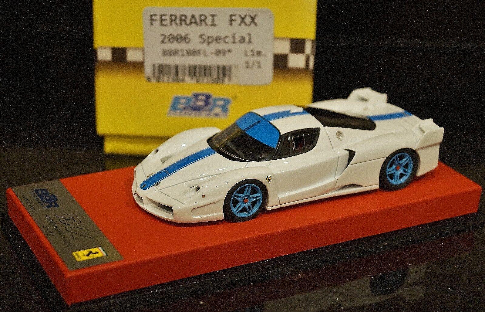 1  43 BBR 1 av en Ferrari Enzo FXX Bianco Avrus blå rand lätta blå hjul 180
