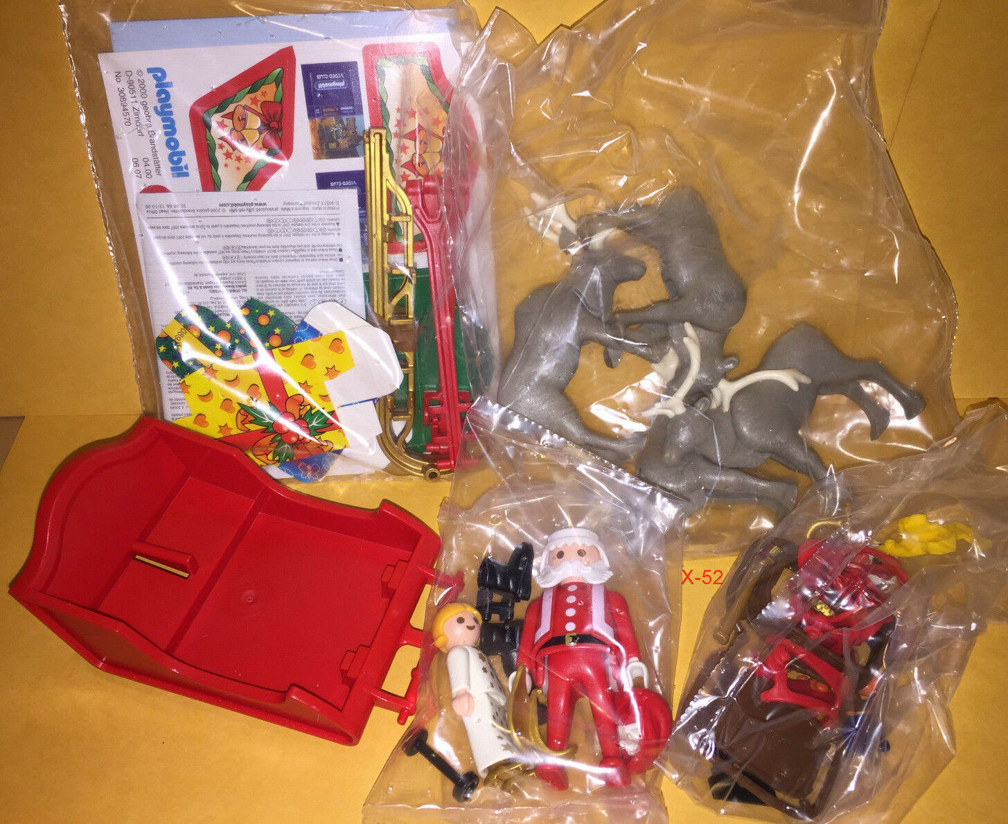 PLAYMOBIL 3604 SANTA CLAUS figure SLEIGH TOY with 4 REINDEER complete X-MAS set