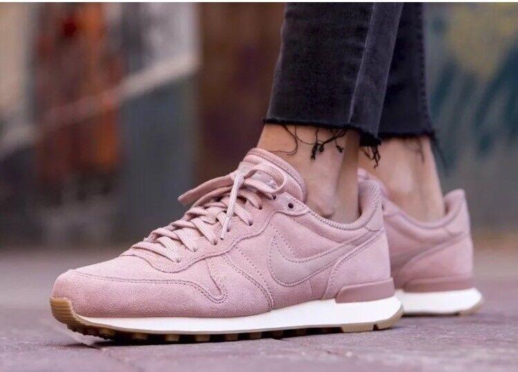Nike Internazionalista se delle particelle in pelle scamosciata rosa NUOVE EU 39   8 NUOVE rosa b38b18