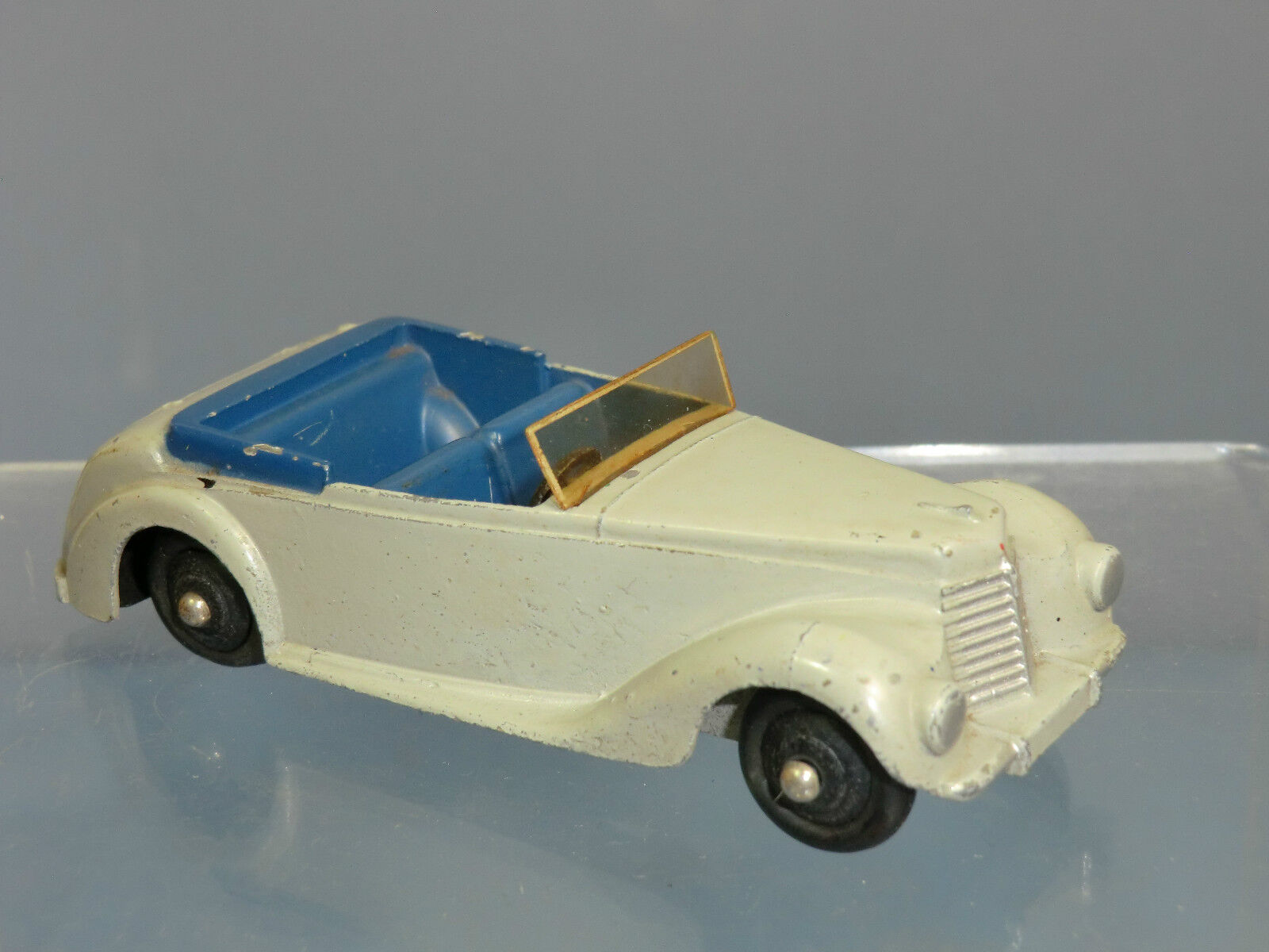VINTAGE DINKY TOYS MODEL No.38e ARMSTRONG SIDDELEY SPORTS COUPE  GREY VERSION