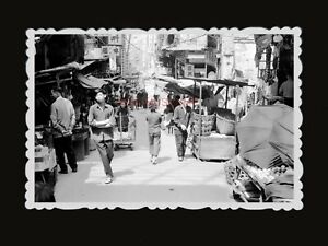 1950s-STREET-MARKET-BASKET-EGG-WOMEN-MAN-SIGN-AD-STALL-FAN-Hong-Kong-Photo-1289