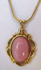 pendentif chaîne bijou vintage couleur or cabochon rose finement ciselé 429