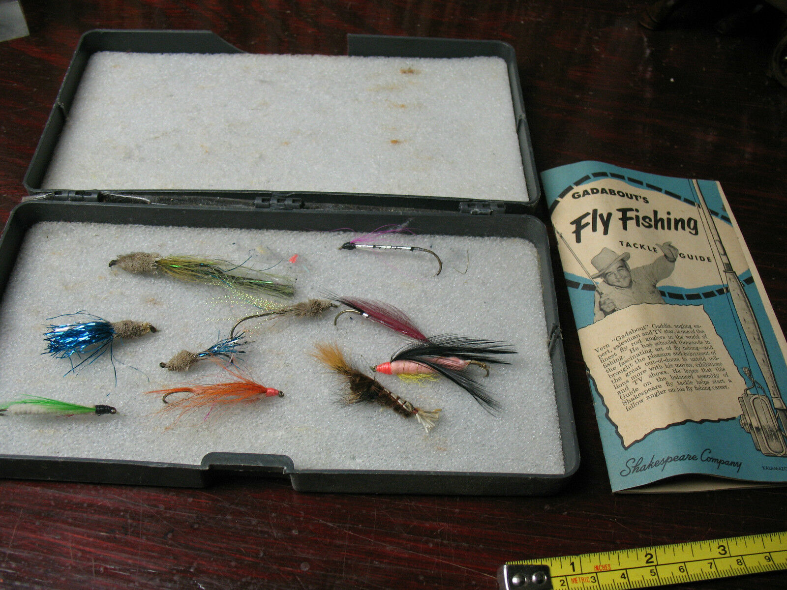 GADABOUT'S FLY   FISHING GUIDE & VINTAGE   FISHING  FLIES  big sale