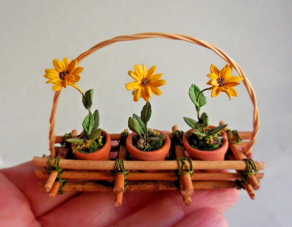 Casa de muñecas en miniatura  cesta de bambú inusual con girasoles