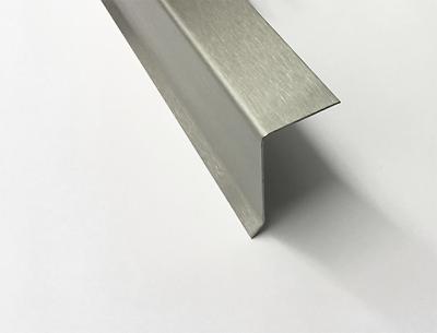 1,5m Edelstahlwinkel 110° mit 45° Tropfkante AUSSEN L 1500mm 1.4301 Schliff K320
