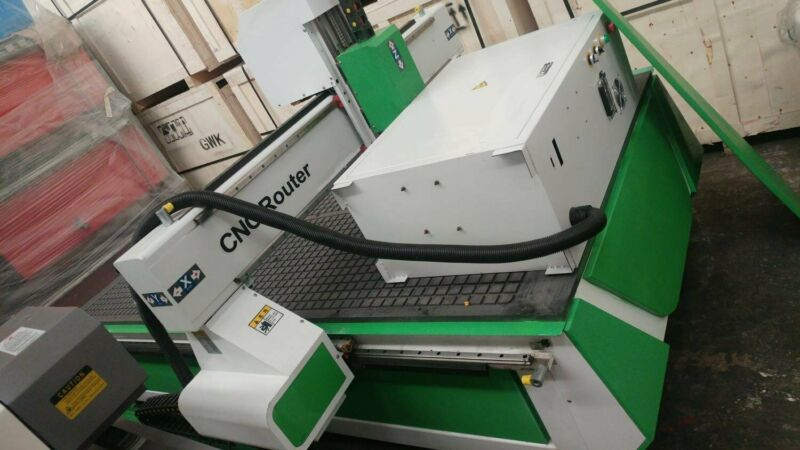 1325 Vacuum CNC router - Excellent support and training