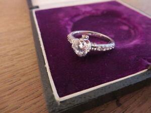 Schoener-925-Silber-Ring-Zirkonia-Wie-Diamant-Pave-Designer-Verlobung-Modern-Top
