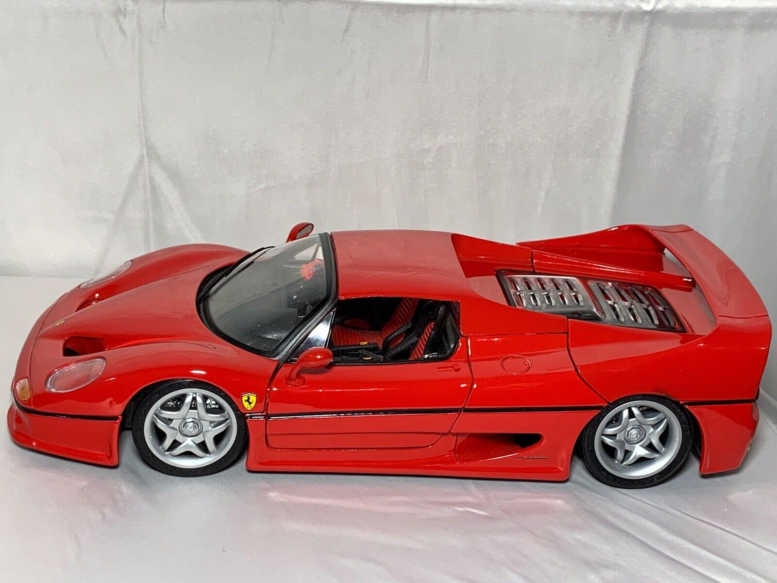 1 18 Scale Die-Cast Metal Red Ferrari F50 (1995) HardTop Model by Maitso