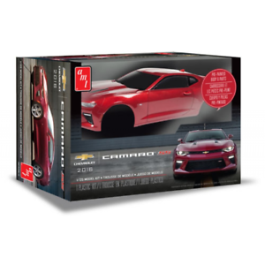 Chevy Camaro SS 2016 Pre Painted 1 25 Scale Model Kit AMT1020