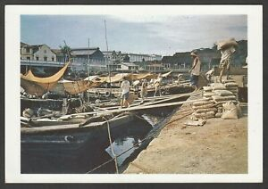 Postcard-Singapore-view-of-Unloading-Chinese-Barges
