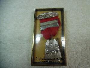 Bien éDuqué Summit County Fusil Ligue 1949 Outdoor Tournoi équipe Médaille Badge 24-2eee-afficher Le Titre D'origine Frissons Et Douleurs