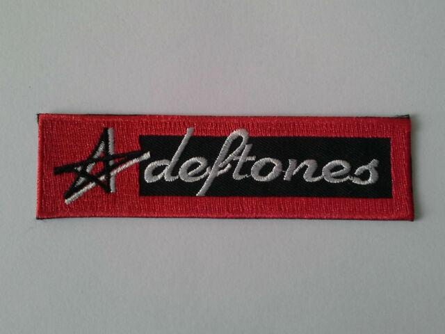 PUNK ROCK HEAVY METAL MUSIC SEW ON / IRON ON PATCH:- DEFTONES (a) RED STRIPE