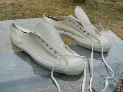 Unknown Brand White Canvas Athletic Shoes / 14 1/2