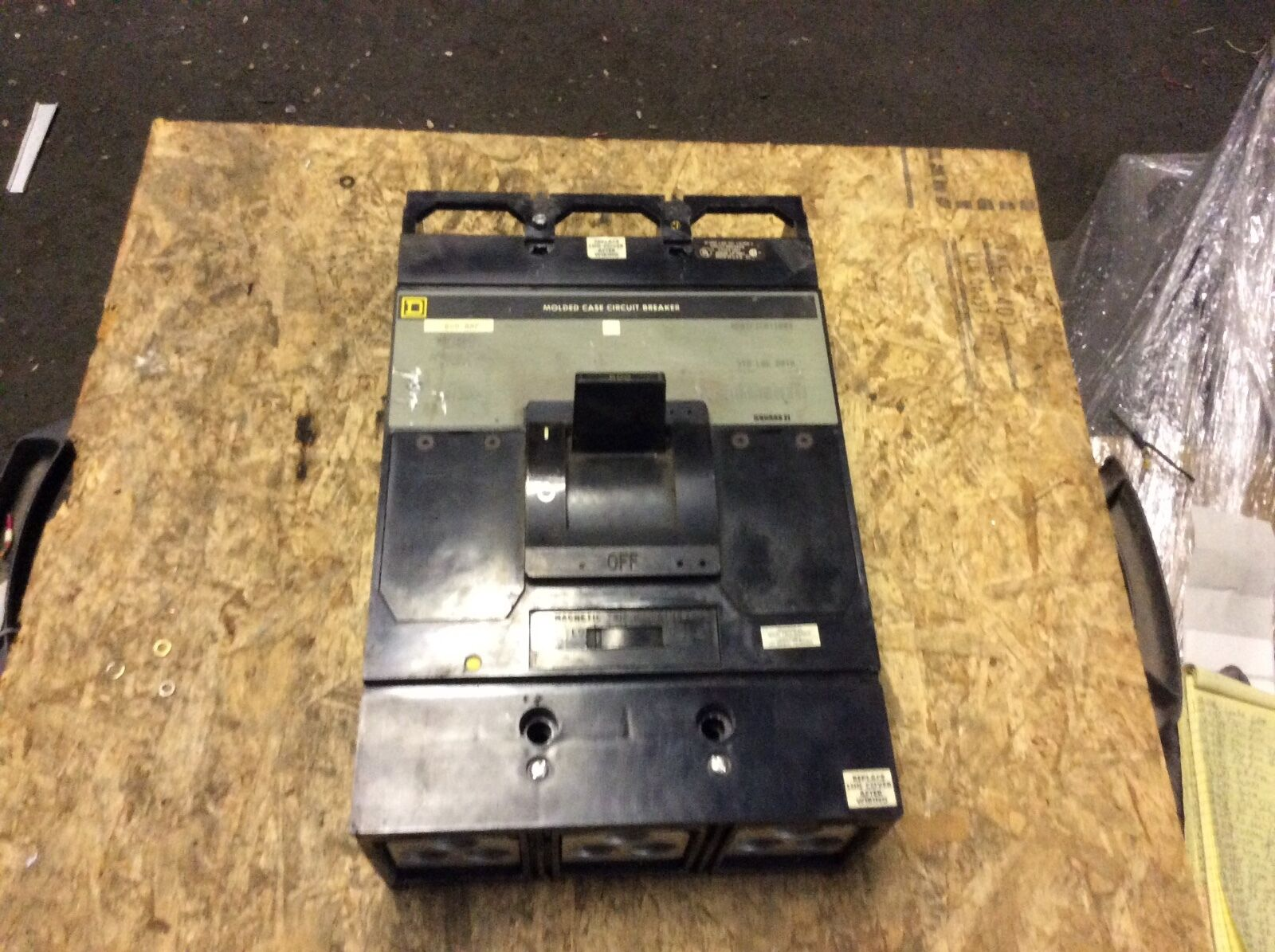 Square-D 600a molded case circuit breaker,  MAP36600, missing covers