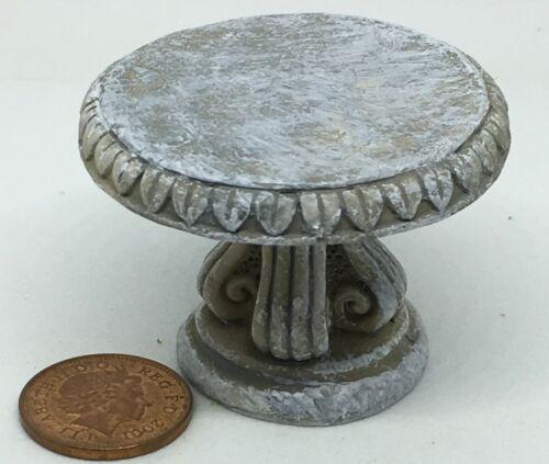1:12 Scale Round Resin Garden Table Tumdee Dolls House Miniature Centre Piece