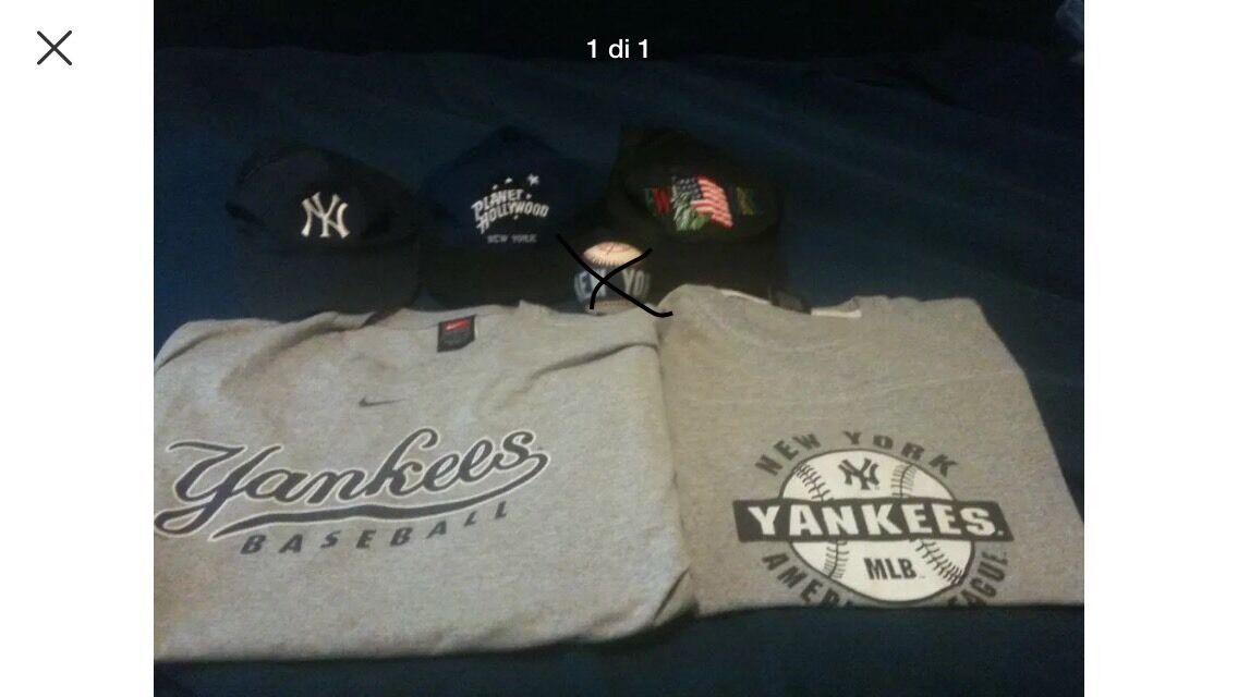 Nuovo York Yankees 2 T-shirts Magliette E 3 Cappellini Hat Souvenirs Ricordi