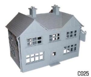 Dapol C025 Country Inn Pub Plastic Kit OO Gauge