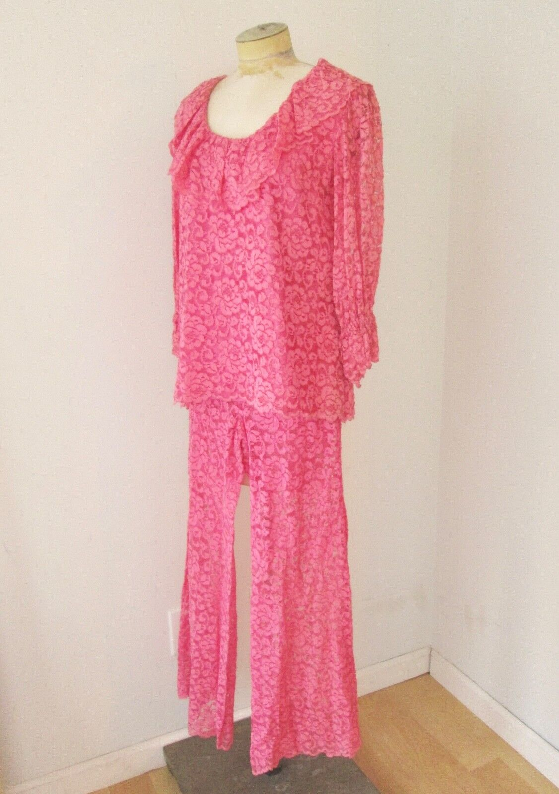 Vtg 60s pink 2-pc babydoll top bell bottom lace p… - image 2
