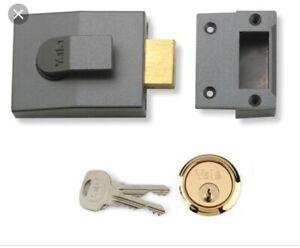 Yale-Locks-89-Deadbolt-Nightlatch-DMG-Brass-Cylinder-60mm-P89DMGPB60