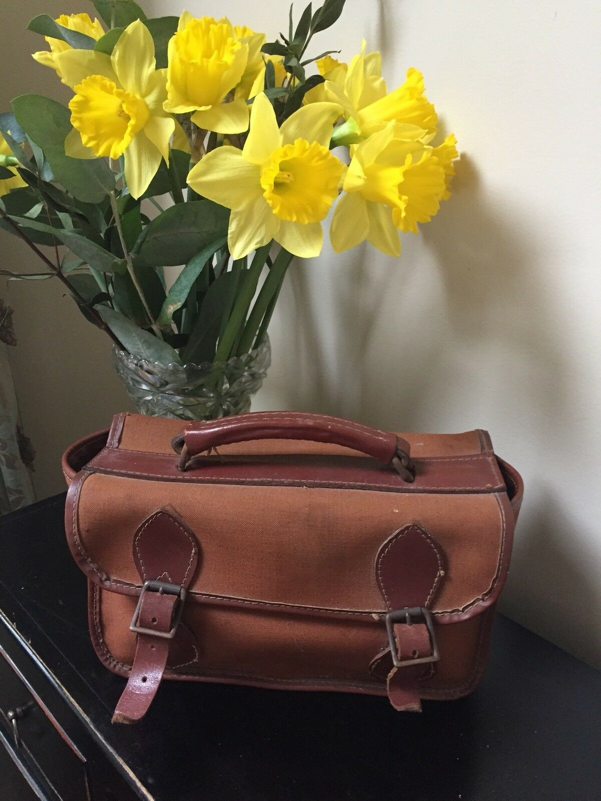 Vintage Bowling Bag And Two Bowls (lawn)