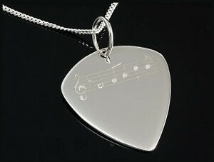 Silber-Plektrum-mit-Noten-Design-und-Silberkette-Rockys-Musikerschmuck