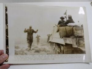 Original-1942-Press-Foto-Aleman-Prisioneros-de-Guerra-en-Africa-Desierto