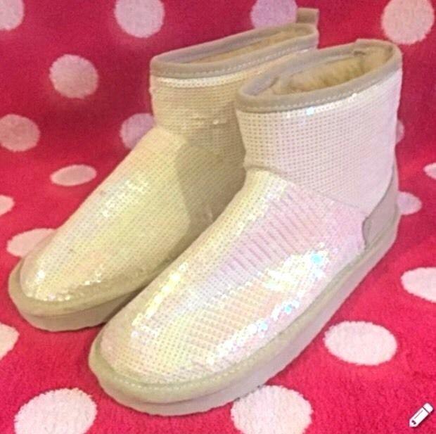 Victoria Secret PINK~Bling Faux Fur Mukluks Boots Size S