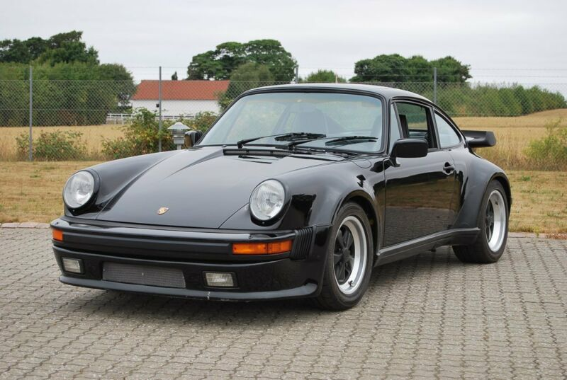 Porsche 911 Turbo - 1