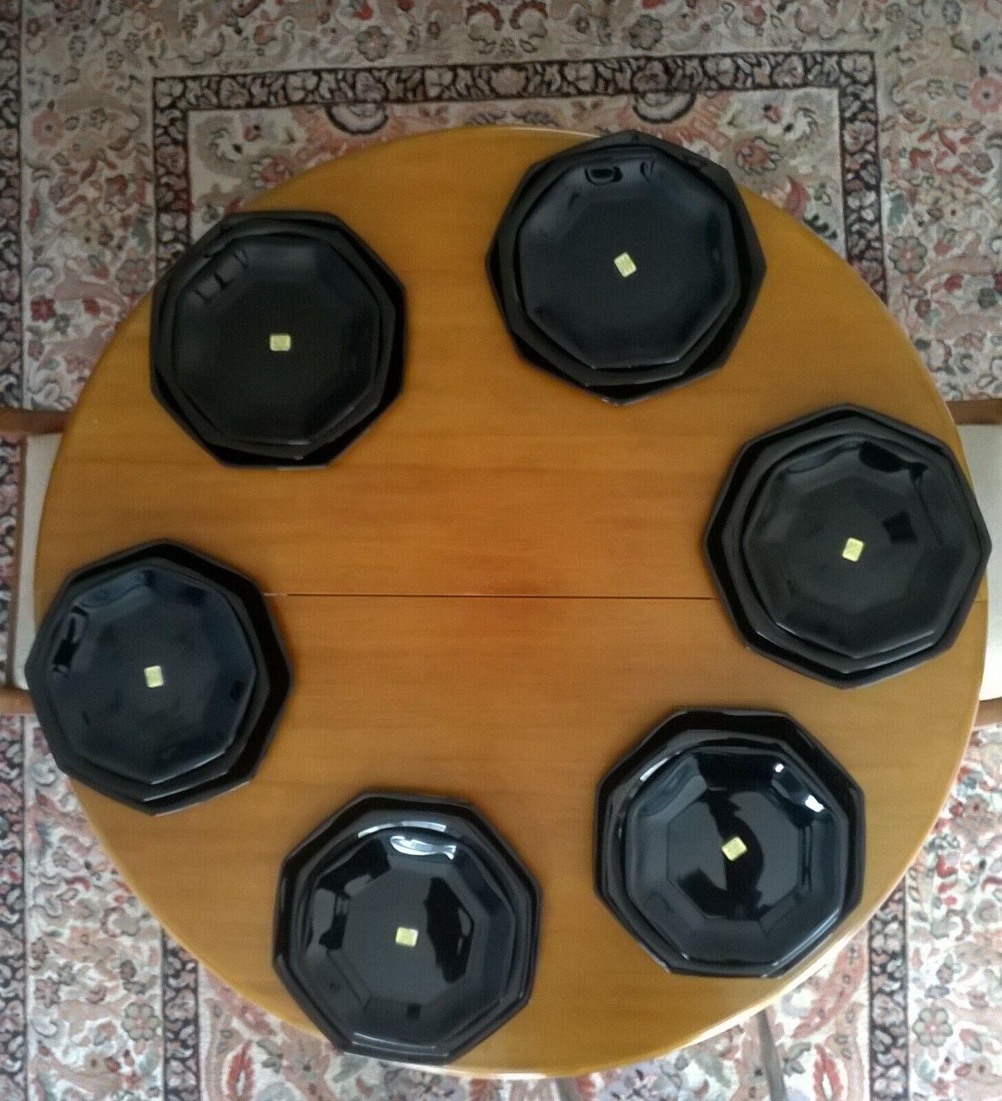 Ensemble d'assiettes octogonales noires en Arcorc neuves