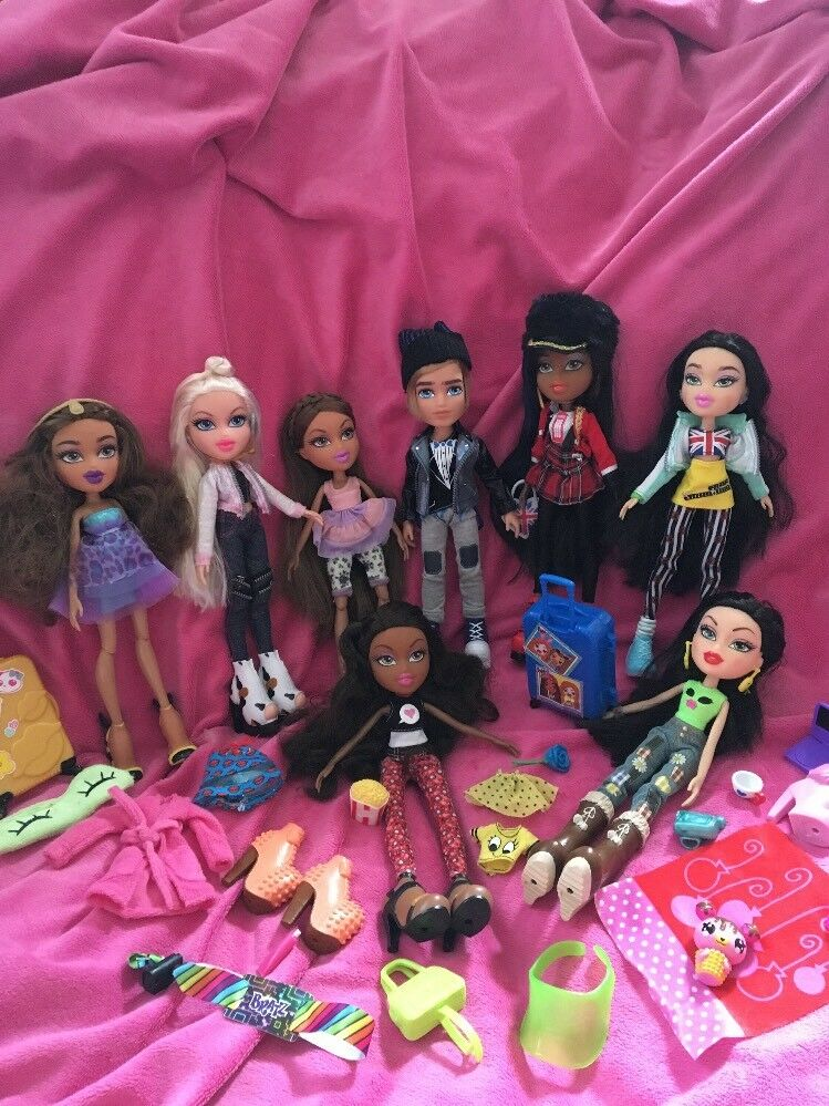 Bratz Bundle Of 8 New Style Dolls (5) Extra Clothes Immaculate Condition