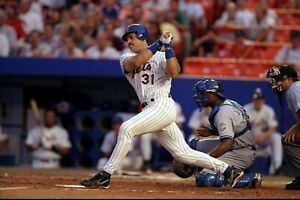 Mike-Piazza-New-York-Mets-UNSIGNED-8x10-Photo