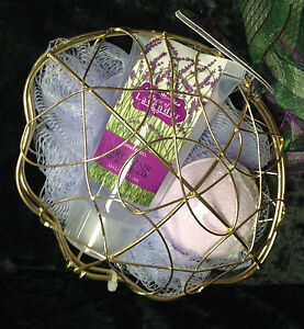 BATH-PACK-Lavender-In-Wire-Clam-Bath-Bomb-Shower-Gel-And-Sponge